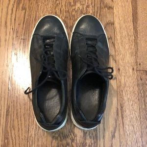 Black leather sneaker. Size 41 / 9.5.
